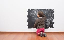 Маленький чертеж ребёнка на стене Стоковые Фотографии RF