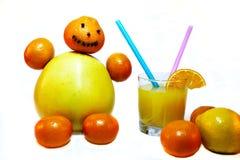 Маленький человек сделанный из цитрусовых фруктов Стоковые Изображения