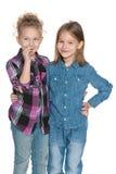 2 маленьких жизнерадостных девушки Стоковые Фотографии RF