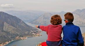 2 маленьких друз в горах Стоковые Изображения