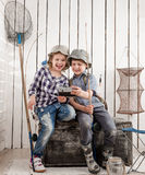 2 маленьких усмехаясь дет делая selfie Стоковые Изображения