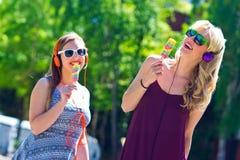 2 маленькой девочки с мороженым Стоковая Фотография RF