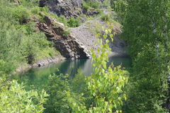 малое голубое озеро в древесинах Стоковые Фото