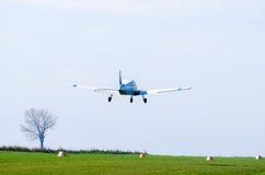 Малое летание самолета стоковые изображения rf