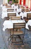 Малое кафе улицы стоковые изображения