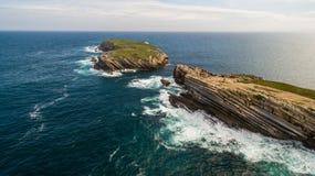 Малое красивое каменное naer Peniche Baleal острова в океане, Стоковые Изображения RF