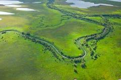 Малое река на зеленом луге стоковые изображения rf