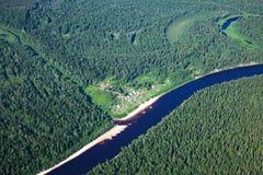 Малое село на реке леса стоковое фото