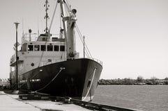 Маломерное судно на пристани. Стоковая Фотография