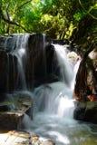 Малые водопад и утесы стоковая фотография