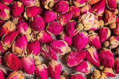 Малые высушенные бутоны чая розовые стоковая фотография rf