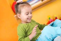 Малые девушки с таблеткой Стоковые Фото