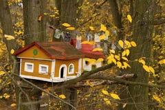 Малые деревянные дома на деревьях Стоковая Фотография RF