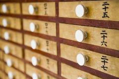 Малые деревянные ящики с белыми ручками Стоковое Изображение RF