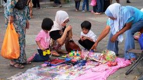 Малые игрушки приобретения семьи Стоковая Фотография