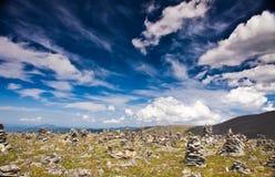 Малые каменные кучи на горе Стоковые Изображения