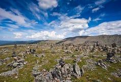 Малые каменные кучи на горе Стоковое Фото