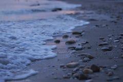 Малые камни на пляже стоковые фотографии rf