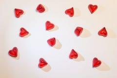 Малые красные сердца на белой предпосылке Стоковые Изображения RF