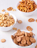 Малые печенья в белых вазах Стоковые Изображения RF
