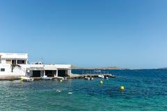 Малые пляж и шлюпки на острове Менорки Стоковая Фотография RF
