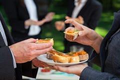 Малые сандвичи на еде офиса Стоковые Фотографии RF
