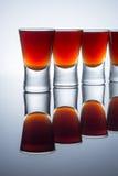 Малые стекла, съемки питья спирта с отражением Стоковое Изображение
