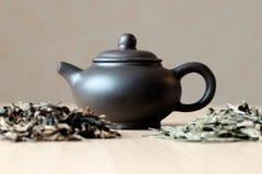 Малые чайник и чай Стоковая Фотография RF