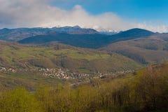 Малый ландшафт деревни в горах Стоковое Фото
