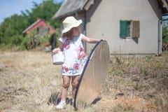 Малый ассистент фотографа стоковое изображение rf