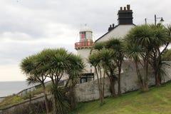 Малый белый маяк в Ирландии Стоковое фото RF