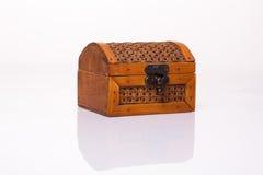 Малый деревянный маленький комод на белизне Стоковые Фотографии RF