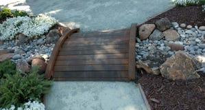 Малый деревянный мост стоковые изображения rf