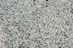 Малый естественно отполированный белый утес Стоковая Фотография