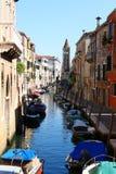 Малый канал с шлюпками в Венеции Стоковая Фотография