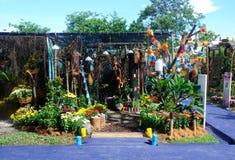 Малый карманный сад сделанный от смешивания рециркулирует материал и цветок Стоковая Фотография