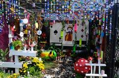 Малый карманный сад сделанный от смешивания рециркулирует материал и цветок Стоковые Фотографии RF