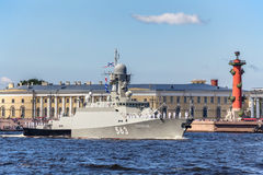 Малый корабль Serpukhov ракеты на репетиции военноморского парада в день русского флота в Санкт-Петербурге Стоковые Фото