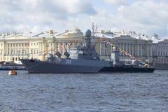 Малый корабль Urengoy анти--подводной лодки День ВОЕННО-МОРСКОГО Флотаа в Санкт-Петербурге стоковые фото