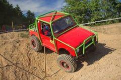 Малый красный цвет с автомобиля дороги на пробной гонке Стоковые Изображения RF