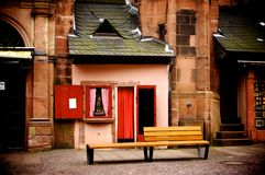 Малый магазин и длинный стул Стоковая Фотография RF