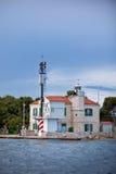 Малый маяк в входе залива Sibenik, Хорватия Стоковое Изображение RF