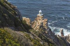 Малый маяк на пункте накидки в Южной Африке Стоковое Изображение RF