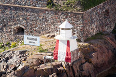 Малый маяк на утесе Стоковое Изображение RF