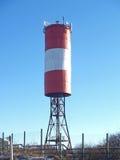 Малый маяк на фоне голубого неба Стоковые Фотографии RF