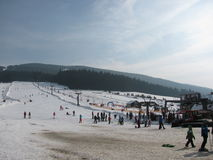 Малый наклон в лыжный курорт стоковое фото