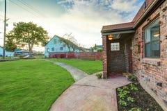 Малый дом красного кирпича на солнечный день Стоковое фото RF