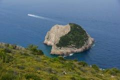 Малый остров в море береговой линии острова Закинфа Стоковое Фото