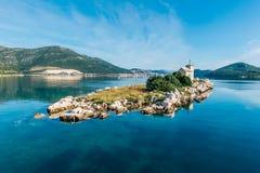 Малый остров при очень старый маяк расположенный в южном Croa Стоковая Фотография RF