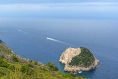 Малый остров с открытыми морями в острове Закинфа Стоковая Фотография